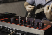 ギタリスト注目のファミリーの新製品、AMPLIFi FX100の発売を開始