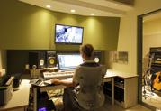 Hi_SYSTEM recording studioでスタジオモニターとして活躍する StageSource L2m