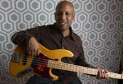 Bassvirtuose Andrew Ford wählt Relay G50 wegen des warmen, vollen Sounds