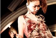 大塚 愛さんがXD-V75ワイヤレス・マイクをステージで愛用!