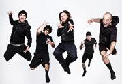 Le guitariste des Twelve Foot Ninja, Stevic MacKay, exploite à fond son système Line 6 full range